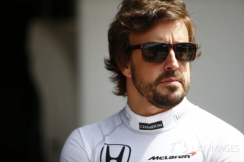 """Briatore dice que Alonso se siente """"bien"""" en McLaren pero necesitan avanzar"""