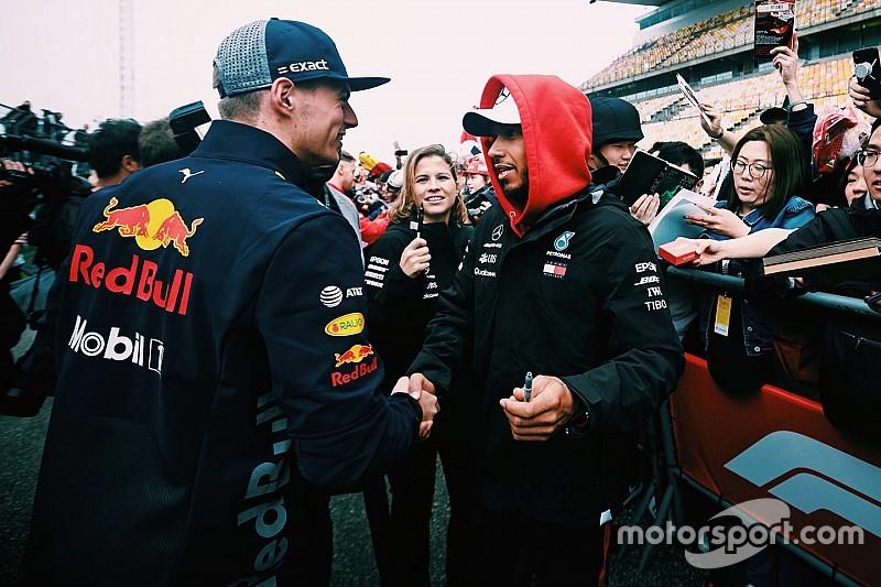 Hamilton faz as pazes com Verstappen após toque no Bahrein