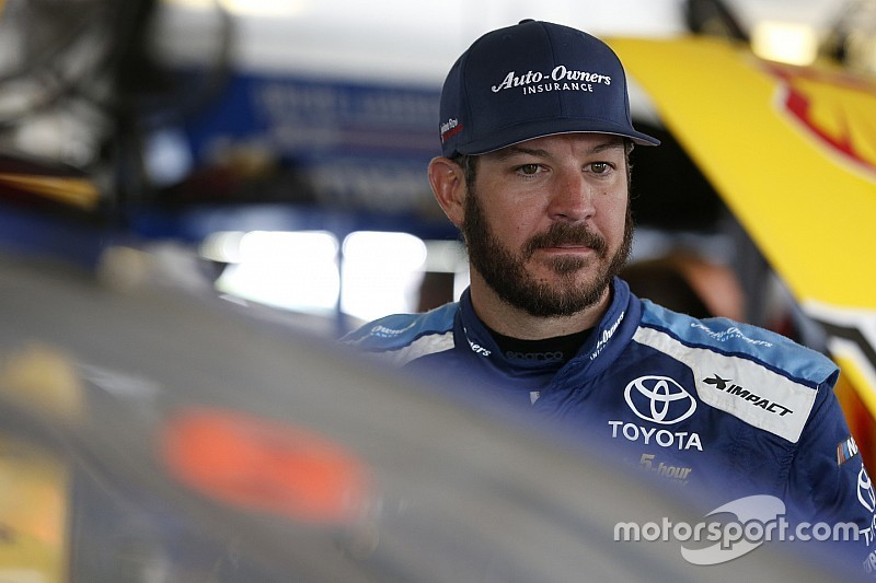 Truex rallies from pit penalty to finish third at Richmond