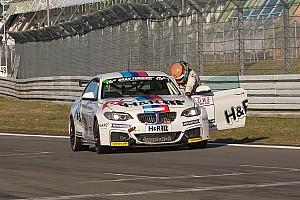 VLN News Auf Mansells Spuren: Schrey schiebt BMW über Ziellinie und kollabiert