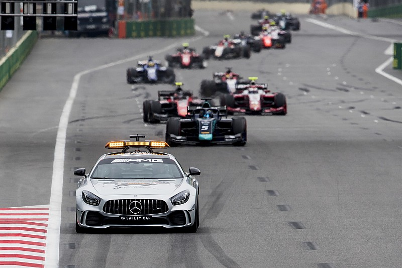 Формула 2 не может справиться с новыми машинами: теперь старт будут давать за пейс-каром
