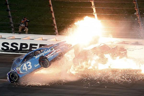 Wilder Crash und Truex-Sieg bei NASCAR auf Kansas Speedway