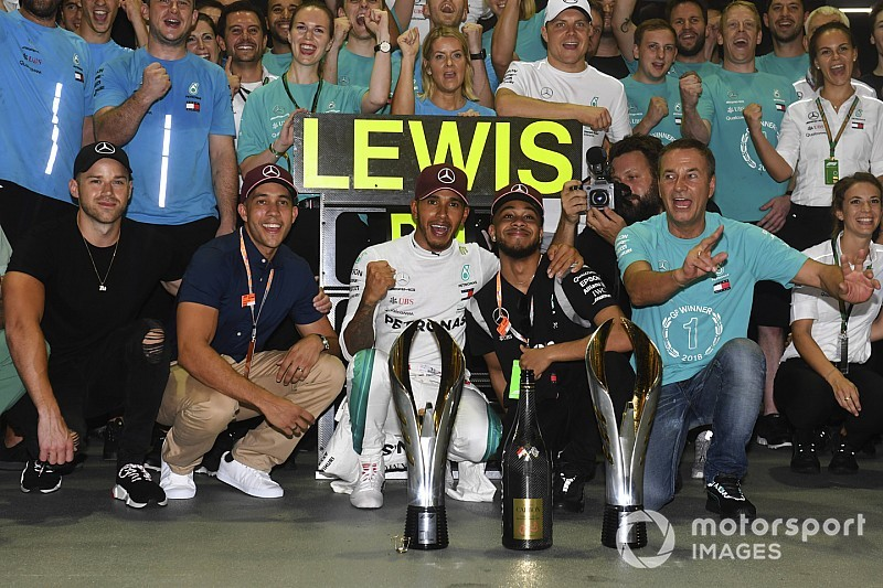 Mercedes elege vitória em Singapura como uma de suas maiores