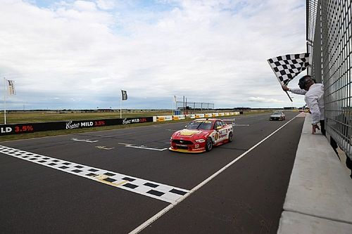 The Bend Supercars: Coulthard wins as title rivals clash