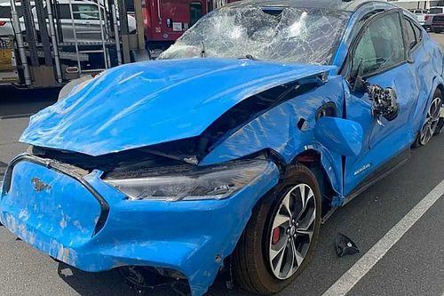 Így néz ki egy nem túl jó állapotban lévő Ford Mustang Mach E