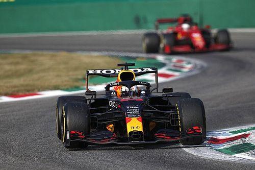 """Verstappen: """"Hamilton, McLaren pilotlarını rahat geçecek"""""""