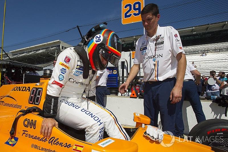 """Alonso: aprendendo a andar no tráfego """"a cada volta"""""""