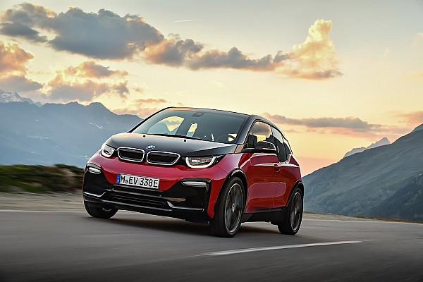 Prodotto Curiosità BMW i3S e Nissan Leaf, quando l'elettrica si dà allo sport