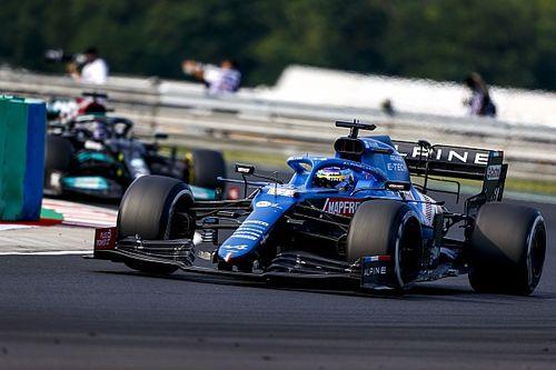 Alonso, a tanár: Hamilton az ő íveit felhasználva előzte meg hamarabb Sainzot