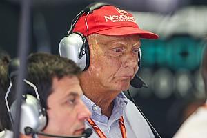 Атеїст Лауда молився за перемоги Mercedes у Ф1