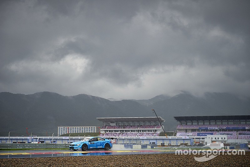 WTCC в Китаї: друга гонка скасована через дощ