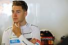 Босс Renault назвал Вандорна кандидатом на место в команде
