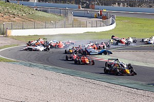 Eurocup Barcelona: Kecelakaan besar di Race 2, Presley P15