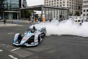 Formule E Diaporama Photos - Nico Rosberg au volant de la Formule E Gen2