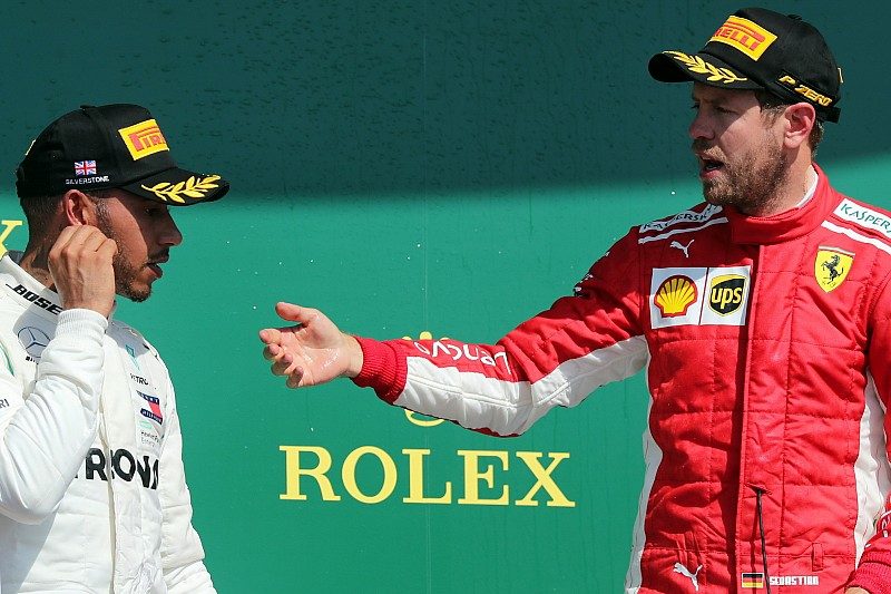 Hamilton Vs. Vettel: fej-fej mellett az ötödik F1-es címért
