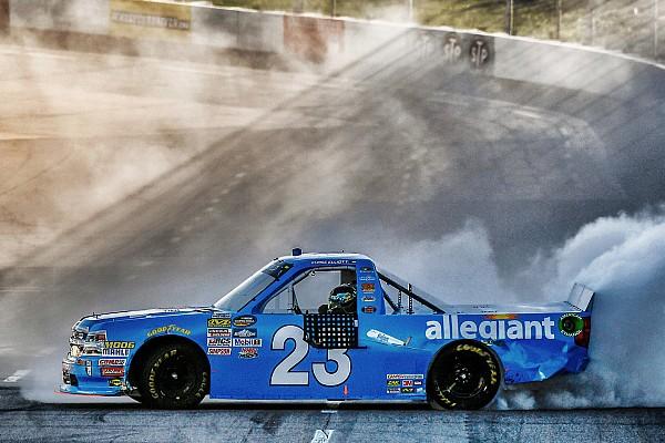 NASCAR Truck Elliott aprovecha  error de Bell y triunfa en Martinsville