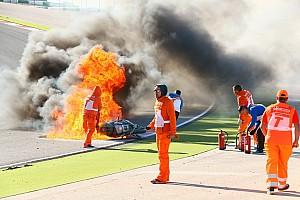 World Superbike Breaking news FOTO: Insiden terbakarnya motor Tom Sykes