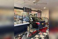 Videó: új színt akart vinni egy New York-i pékség kínálatába egy figyelmetlen autós