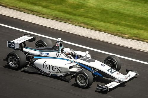 Victoria de Askew en Indy Lights por 0.0067 segundos