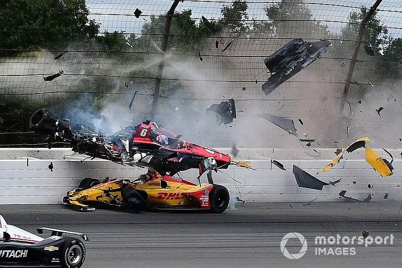Уикенс попал в жуткую аварию в Поконо, гонку выиграл Росси