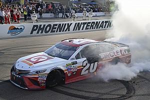 NASCAR Cup Отчет о гонке Кенсет выиграл гонку в Финиксе, Кеселовски прошел в финал