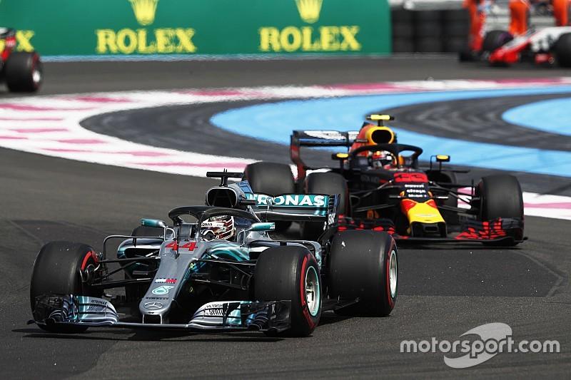 Hamilton wint soeverein in Frankrijk, Verstappen knap tweede