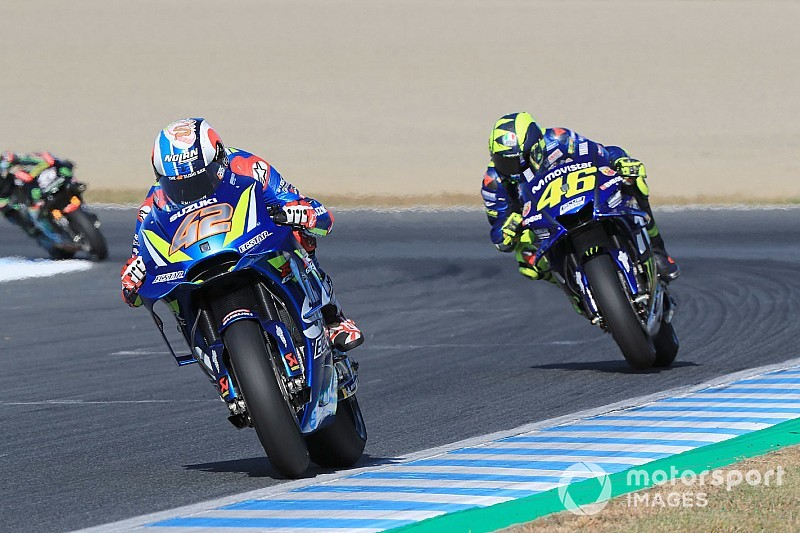 Após ser batido, Rossi vê Suzuki melhor que Yamaha