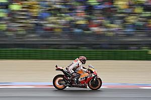 MotoGP Отчет о тренировке Маркес стал лучшим в дождевой тренировке в Арагоне, Росси 18-й