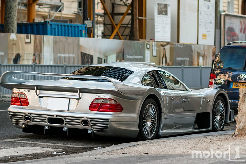 Une Mercedes-Benz CLK GTR à Paris