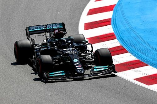 Hamilton lidera la FP2 de España con Verstappen y Pérez lejos