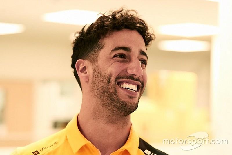 Ricciardo aparece con los colores de Renault por primera vez