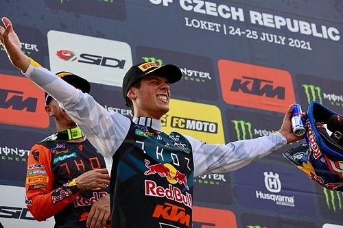 Prado logra su primera victoria del año y es top 3 de MXGP