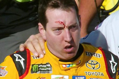NASCAR, video Far West: scazzottata tra Busch e Logano a Las Vegas