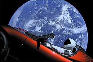 Automotive News Tesla Roadster segelt im All