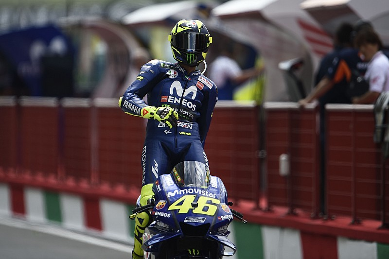 Rossi lidera un ajustadísimo primer ensayo en Montmeló