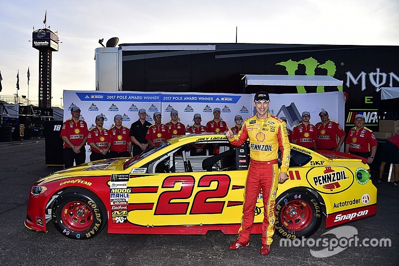 Logano edges Blaney for pole in Ford 1-2 at Phoenix