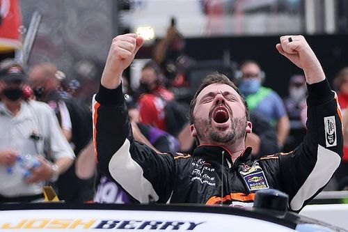 Josh Berry scores first NASCAR Xfinity Series win at Martinsville