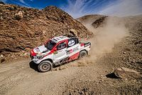 Alonso ongedeerd na crash in Rally van Marokko