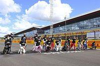 Hamilton carga de nuevo contra pilotos que no se arrodilaron