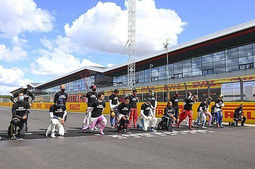 Hamilton, de nuevo contra Sainz por no arrodillarse