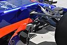 Formula 1 Toro Rosso: il turning vanes diventa una griglia di slot sul marciapiede