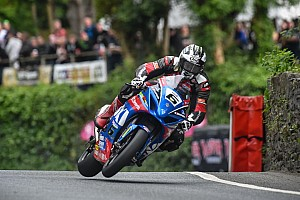 Road racing Отчет о гонке Майкл Данлоп в 15-й раз выиграл гонку на острове Мэн