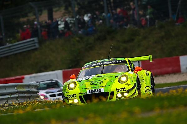 VLN 7: Manthey-Porsche siegt bei Abbruch nach Massencrash