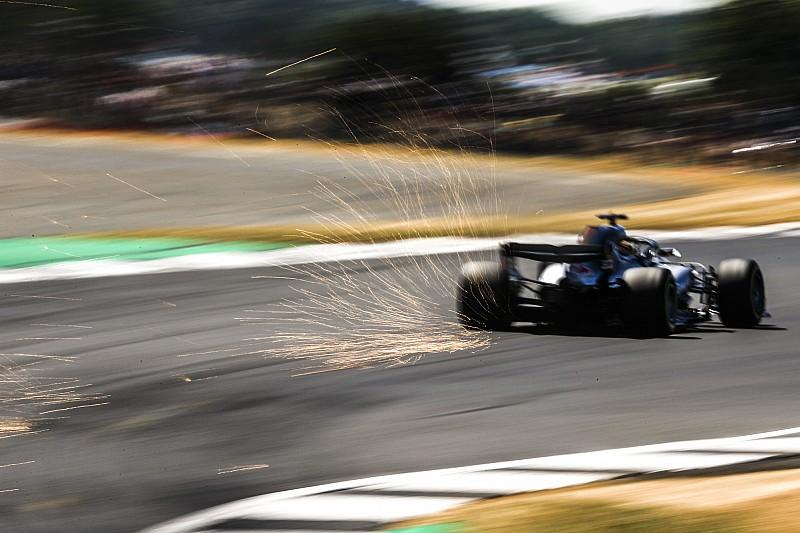 A Mercedes a Ferrari miatt megosztja a versenystratégiát