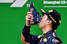 Räikkönen örül, hogy nem jutott neki Ricciardo pezsgőjéből