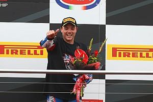 WSBK Réactions Alex Lowes : dernier dans le 1er tour, il monte sur le podium!