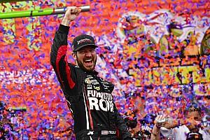 NASCAR Cup Reporte de la carrera Martin Truex se lleva el primer triunfo en los playoffs de la Cup
