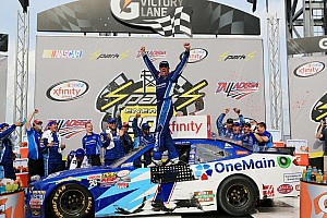 NASCAR XFINITY Crónica de Carrera Elliot triunfa y empata en el líderato de Xfinity a Suárez