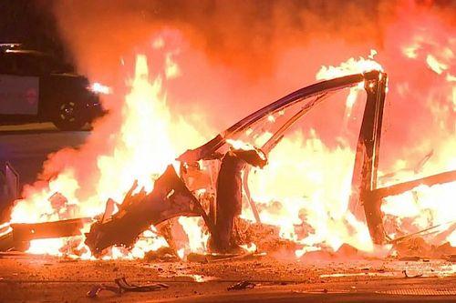Részegen sikerült akkorát baleseteznie apja Teslájával, hogy a fél benzinkút leégett