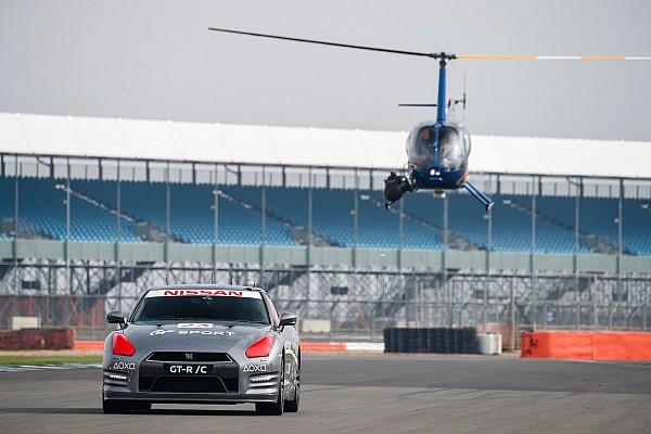 Dikemudikan kontroler game, Nissan GT-R /C melaju 211 kpj di Silverstone